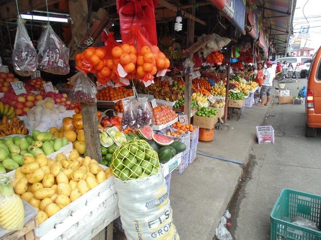 Trh v Legazpi, mango za 60 PHP/kilo