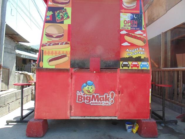 Typický filipínsky fastfood – hamburger za 40 centov