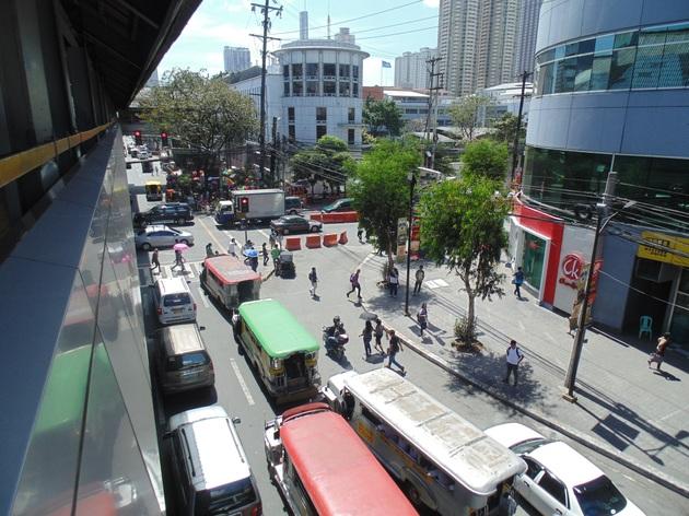 premávka v Manile
